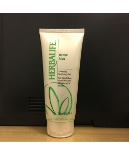 蘆薈啫喱 Herbal Aloe 日日滋養蘆薈潤膚啫喱 Herbal Aloe Everyday Soothing Gel 200毫升