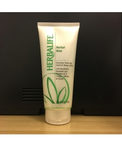 日日滋養蘆薈潤膚露 Herbal Aloe Everyday Soothing Hand & Body Lotion 200毫升